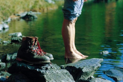 Bergschuhe Wasser Wandern Natur Bewegung Sommer